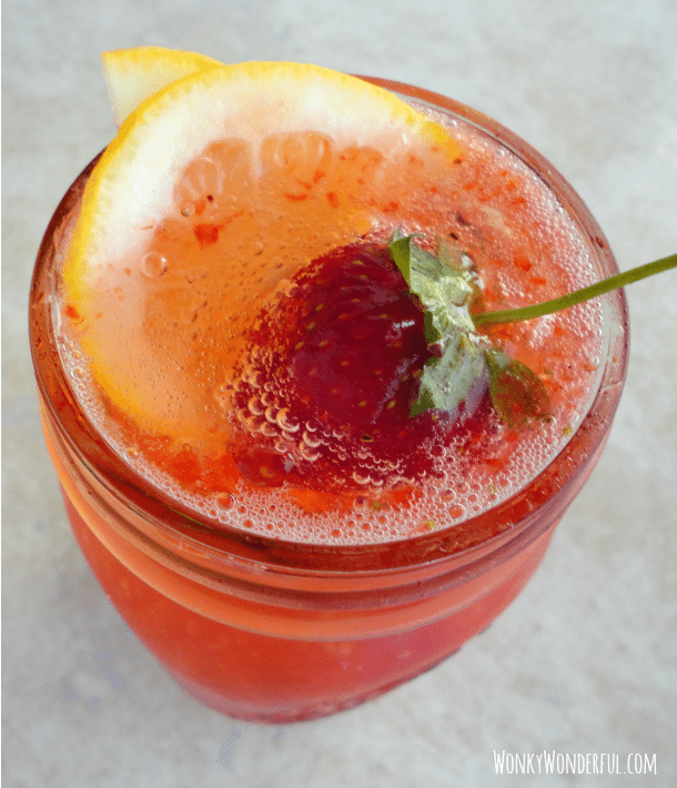 strawberry lemonade fizz