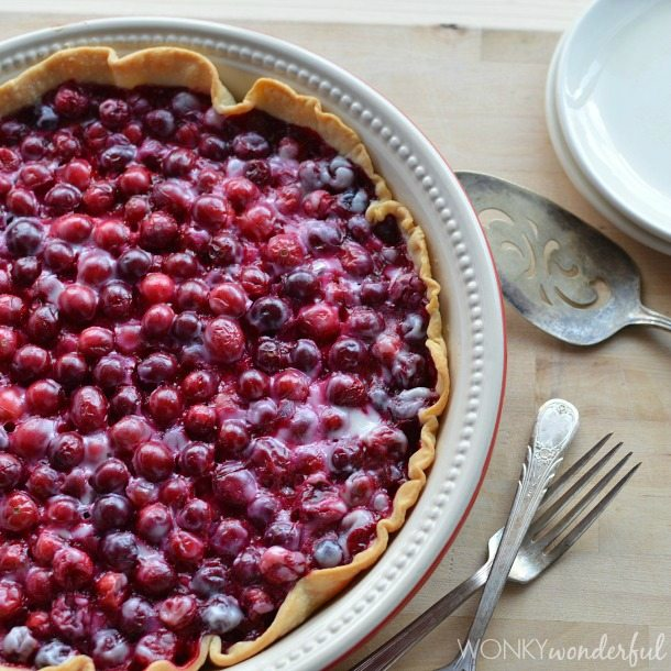 Creamy Cranberry Pie Recipe - made with Greek Yogurt - wonkywonderful.com