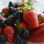 Healthy Berry Smoothie Recipe - strawberry blackberry - wonkywonderful.com