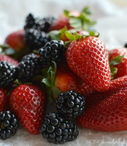 Healthy Berry Smoothie Recipe - strawberry blackberry - wonkywonderful.com