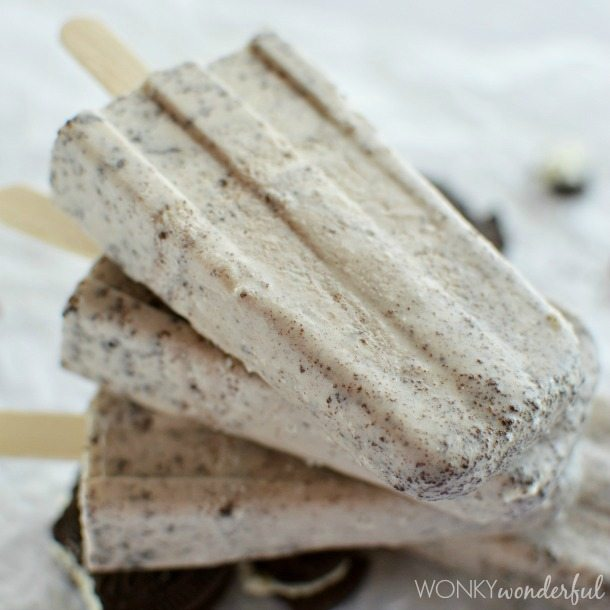 Oreo Cookies and Cream Popsicles : a frozen dessert that tastes just like an Oreo dunked in milk!