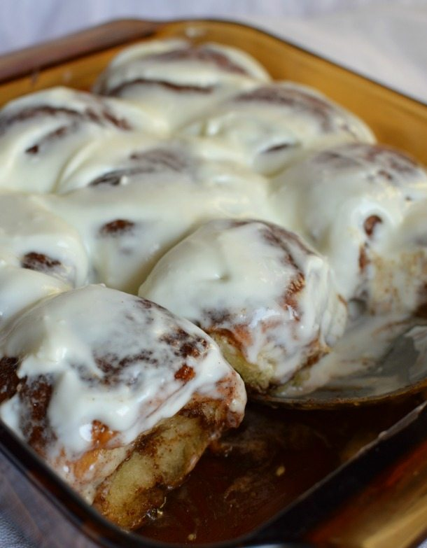 Quick and Easy Cinnamon Rolls made with Sweet Hawaiian Rolls. This cheater breakfast recipe takes less than 30 minutes!