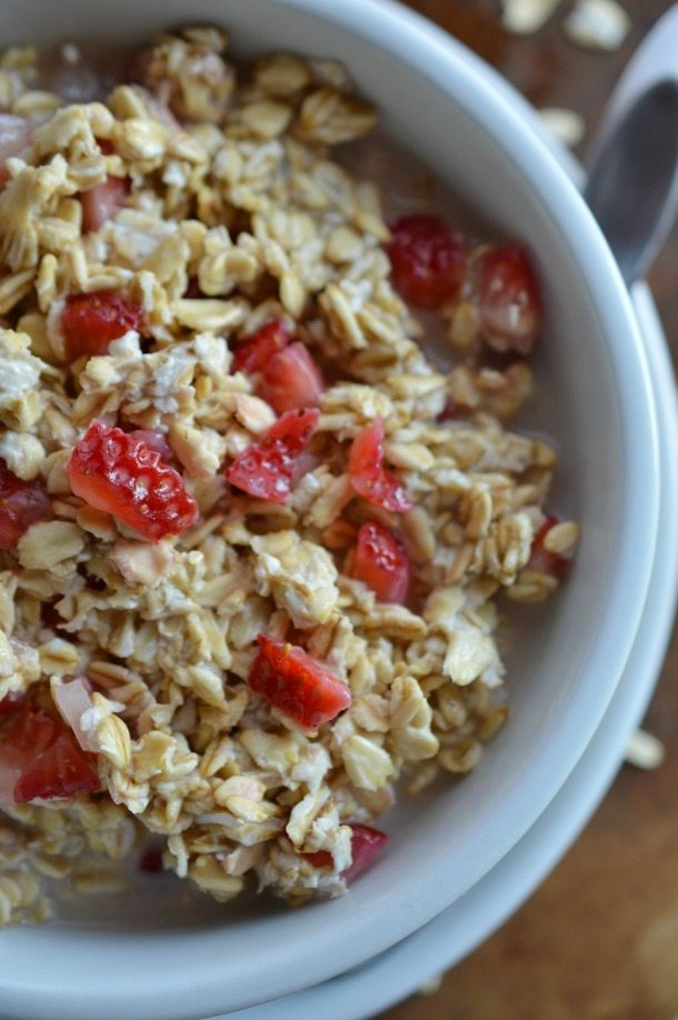 Strawberry and Cream No Cook Oatmeal - This overnight oatmeal recipe is a fantastic healthy breakfast!