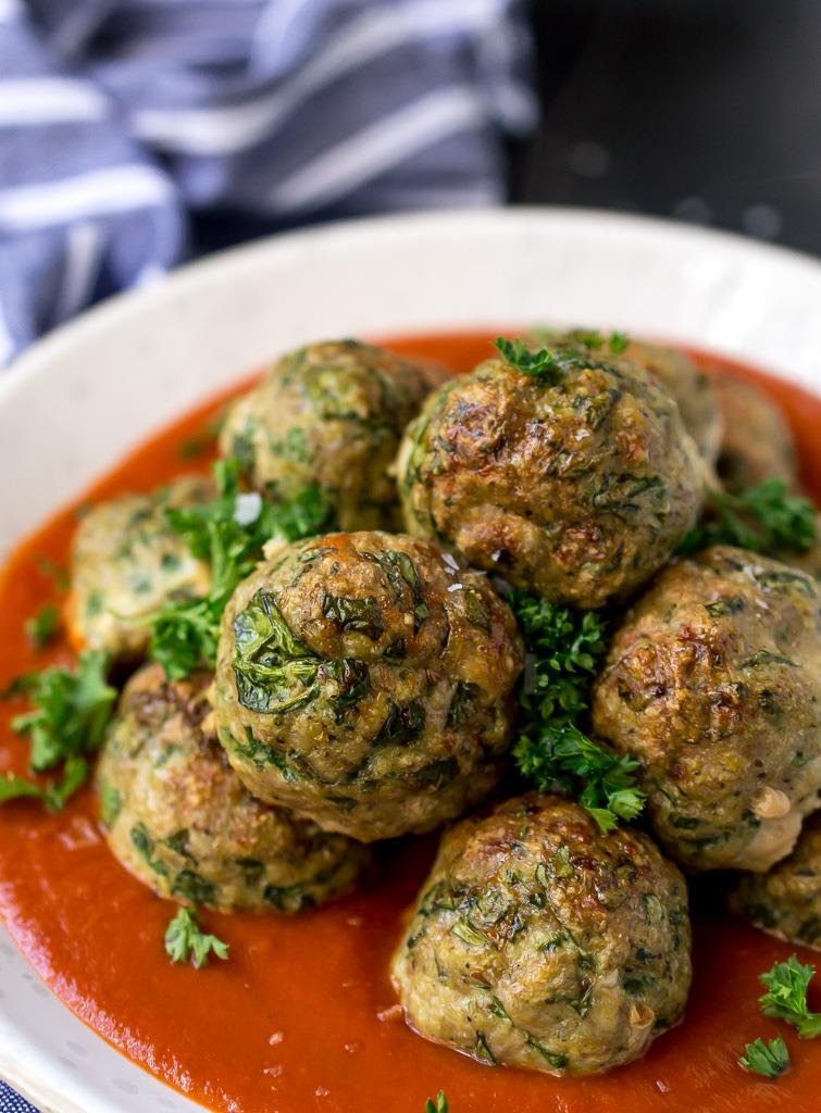 Spinach garlic baked turkey meatballs wonkywonderful for Baked pasta with meatballs and spinach
